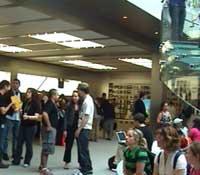 Czy ci wszyscy ludzie kupują MacBooki?